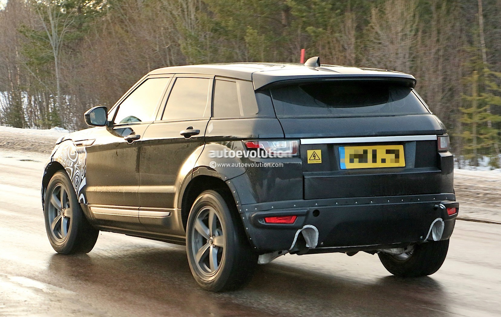 all new range rover evoque ii spied for the first time as. Black Bedroom Furniture Sets. Home Design Ideas