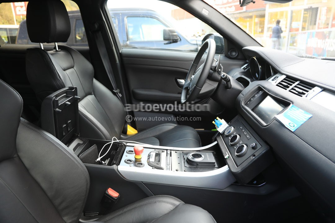 All New Range Rover Evoque Mule Spied Inside And Out Autoevolution