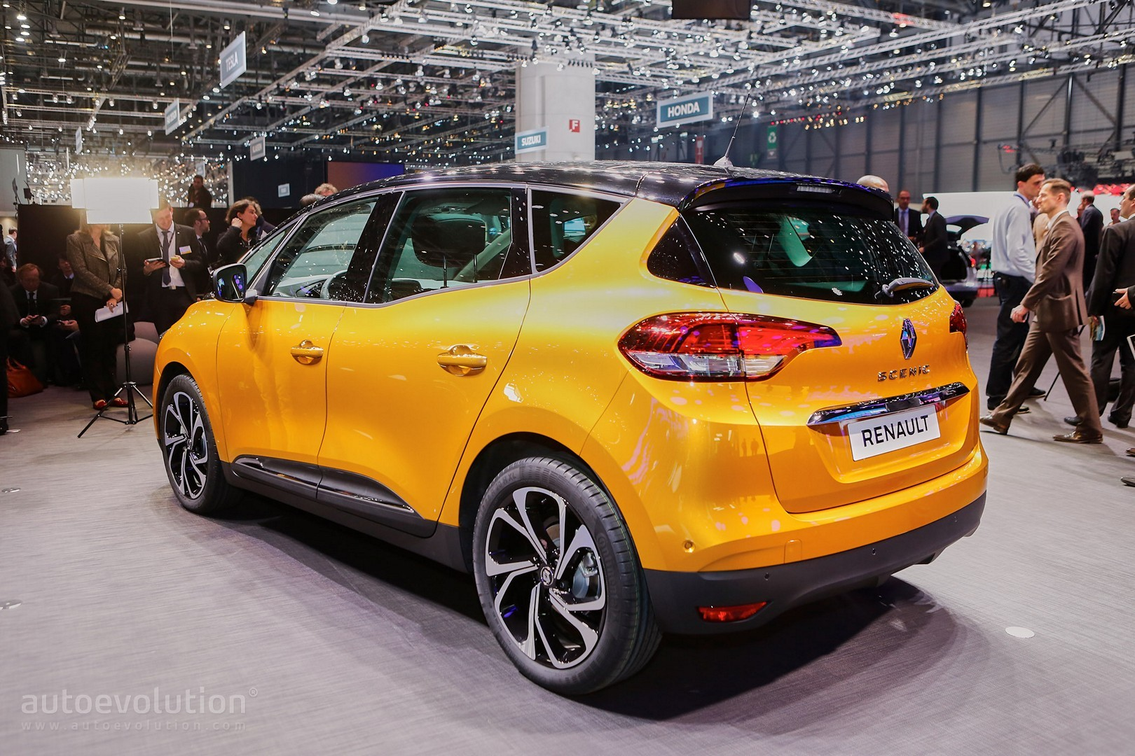 all new renault scenic is an overdesigned mpv with crossover looks in geneva autoevolution. Black Bedroom Furniture Sets. Home Design Ideas