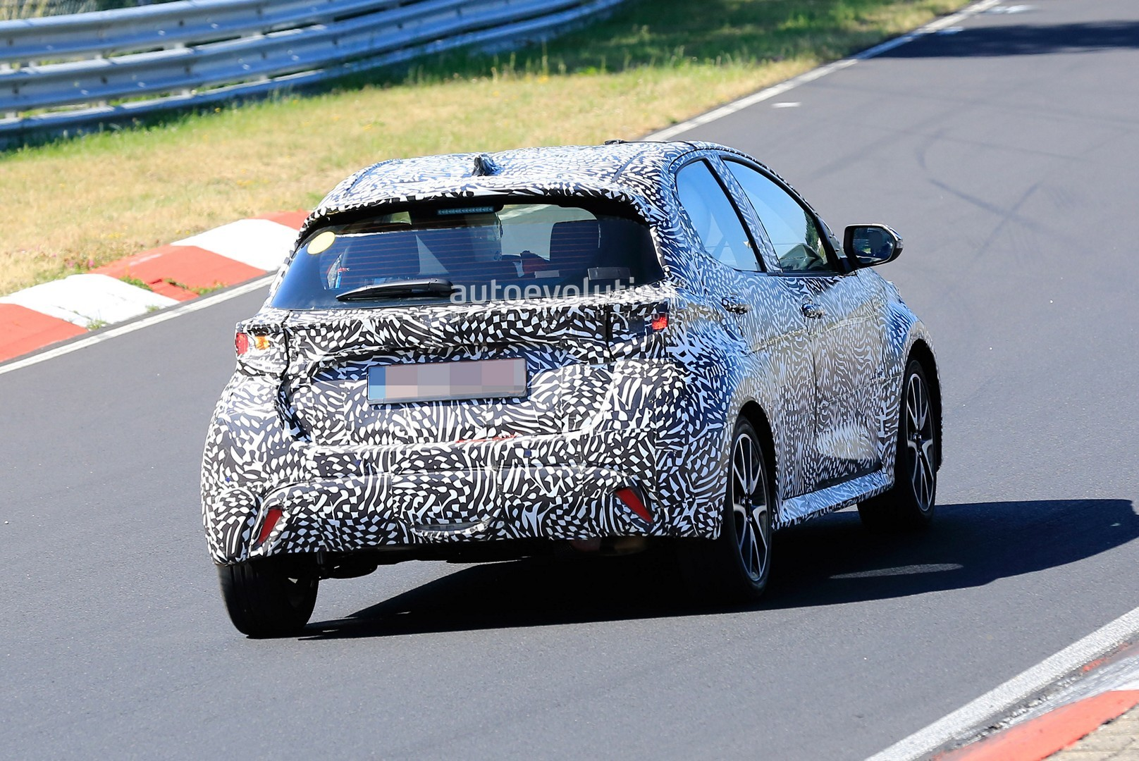 all-new-to​yota-yaris​-spied-at-​the-nurbur​gring-in-h​ybrid-and-​sport-form​s_11