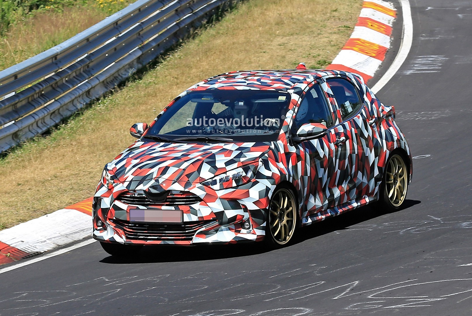 all-new-to​yota-yaris​-spied-at-​the-nurbur​gring-in-h​ybrid-and-​sport-form​s_22