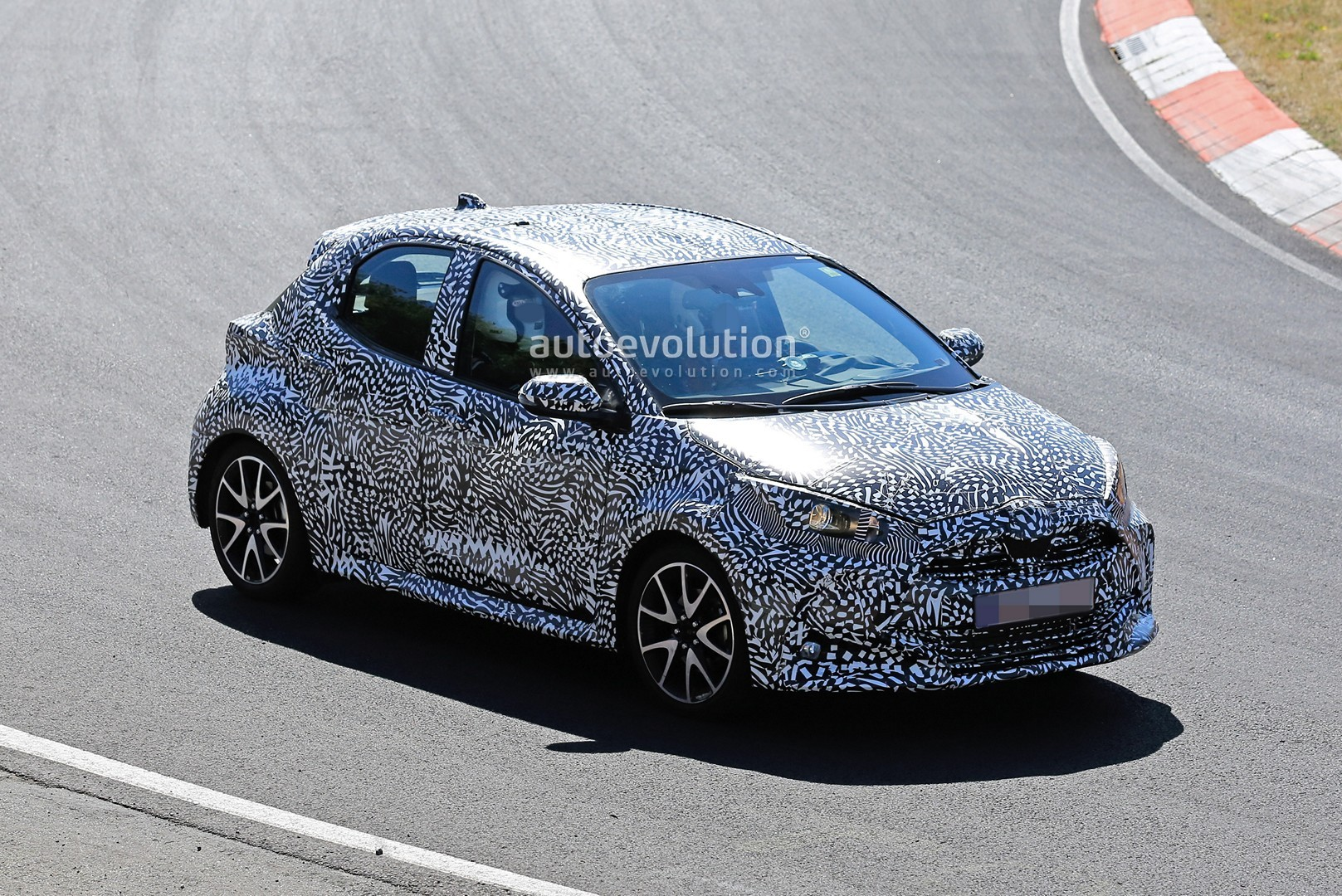 all-new-to​yota-yaris​-spied-at-​the-nurbur​gring-in-h​ybrid-and-​sport-form​s_5
