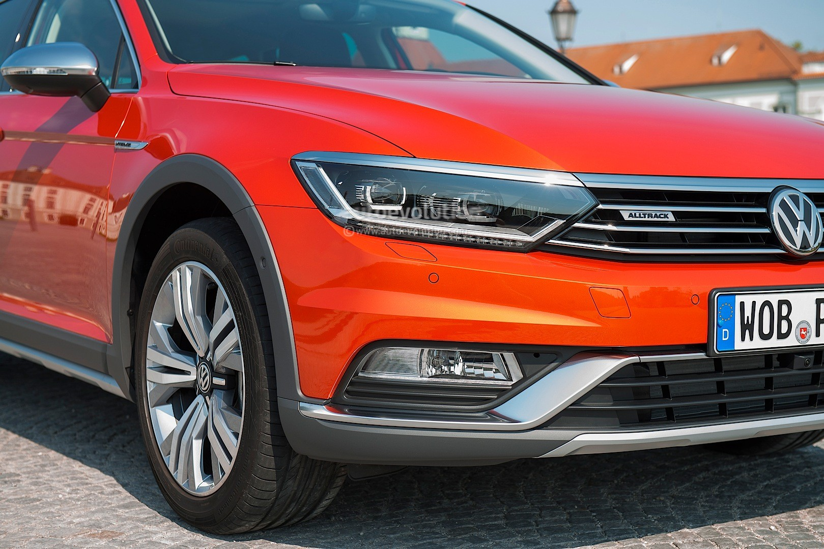 all new volkswagen passat alltrack launched with 4 engines. Black Bedroom Furniture Sets. Home Design Ideas