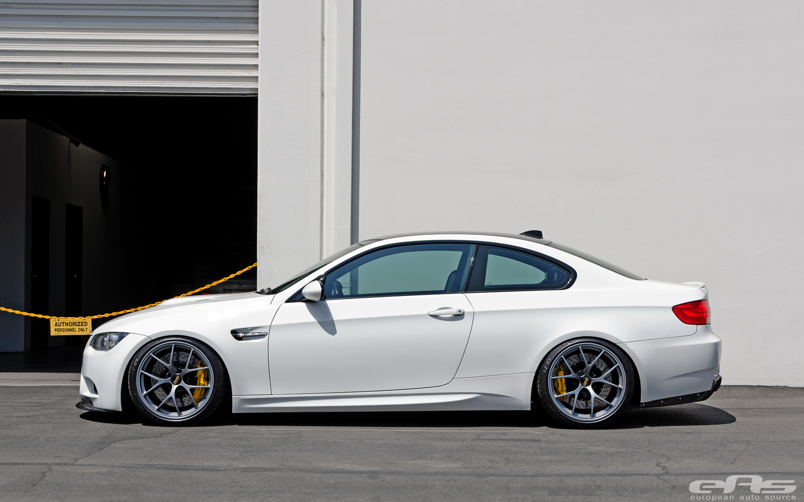 Alpine White Bmw E92 M3 Gets Slammed At Eas Autoevolution