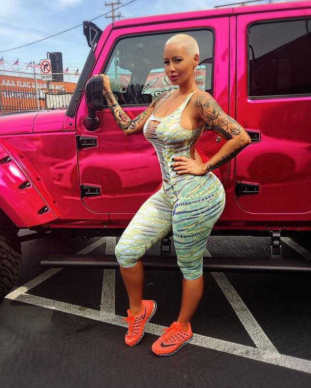 Amber rose 39 s jeep gets chrome pink wrap treatment autoevolution