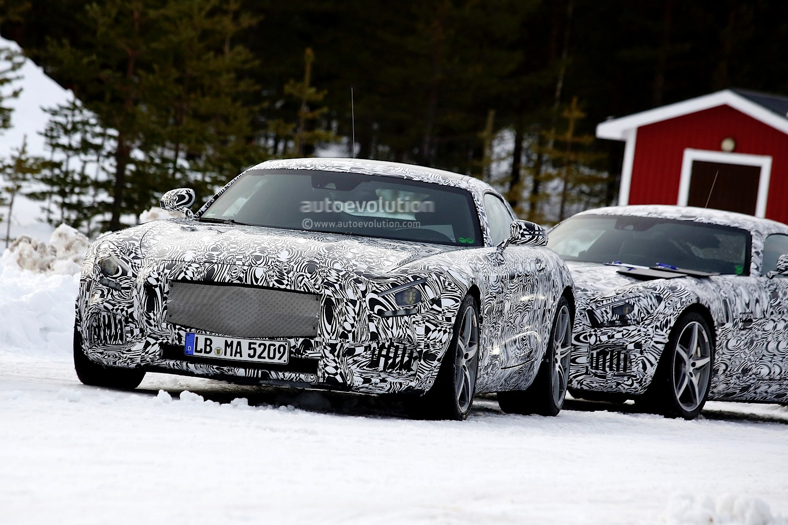 2014 - [Mercedes-AMG] GT [C190] - Page 5 Amg-gt-c190-benchmarked-against-porsche-911-turbo-s-photo-gallery_1