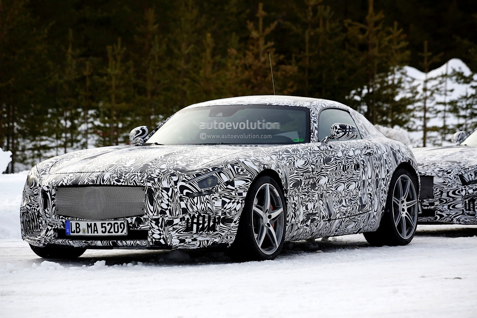 2014 - [Mercedes-AMG] GT [C190] - Page 5 Amg-gt-c190-benchmarked-against-porsche-911-turbo-s-photo-gallery_2