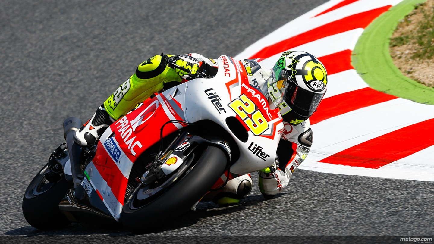http://s1.cdn.autoevolution.com/images/news/gallery/andrea-iannone-and-his-revised-ducati-almost-as-fast-as-marc-marquez-at-mugello_1.jpg