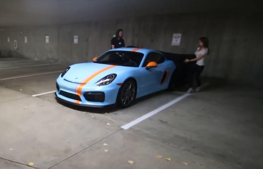 Anonymous Gulf Livery Porsche Cayman Gt4 Looks Mind