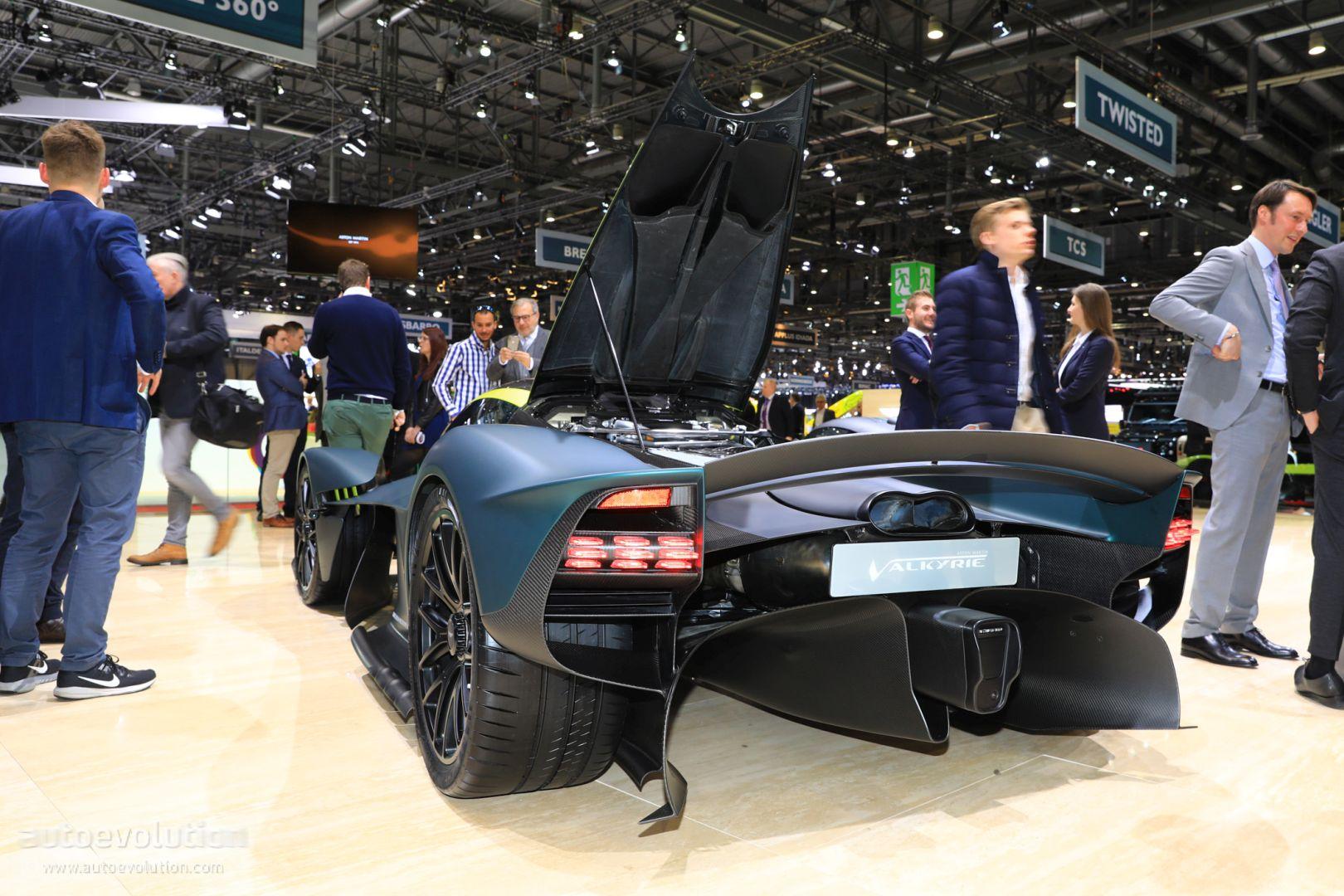 Aston Martin Am Rb 003 Challenges Next Gen Laferrari