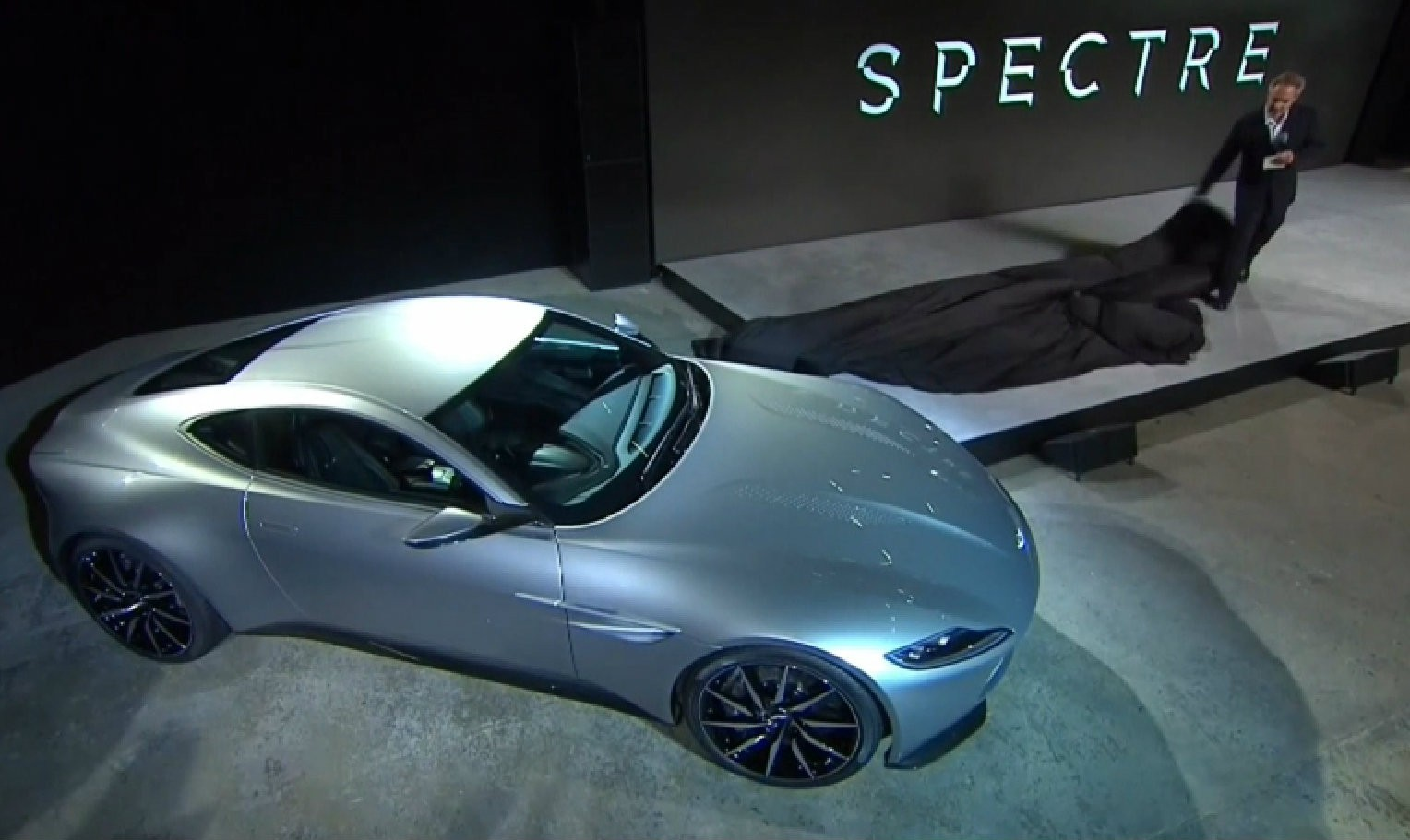 aston martin db10 unveiled it s the star of james bond spectre video autoevolution. Black Bedroom Furniture Sets. Home Design Ideas