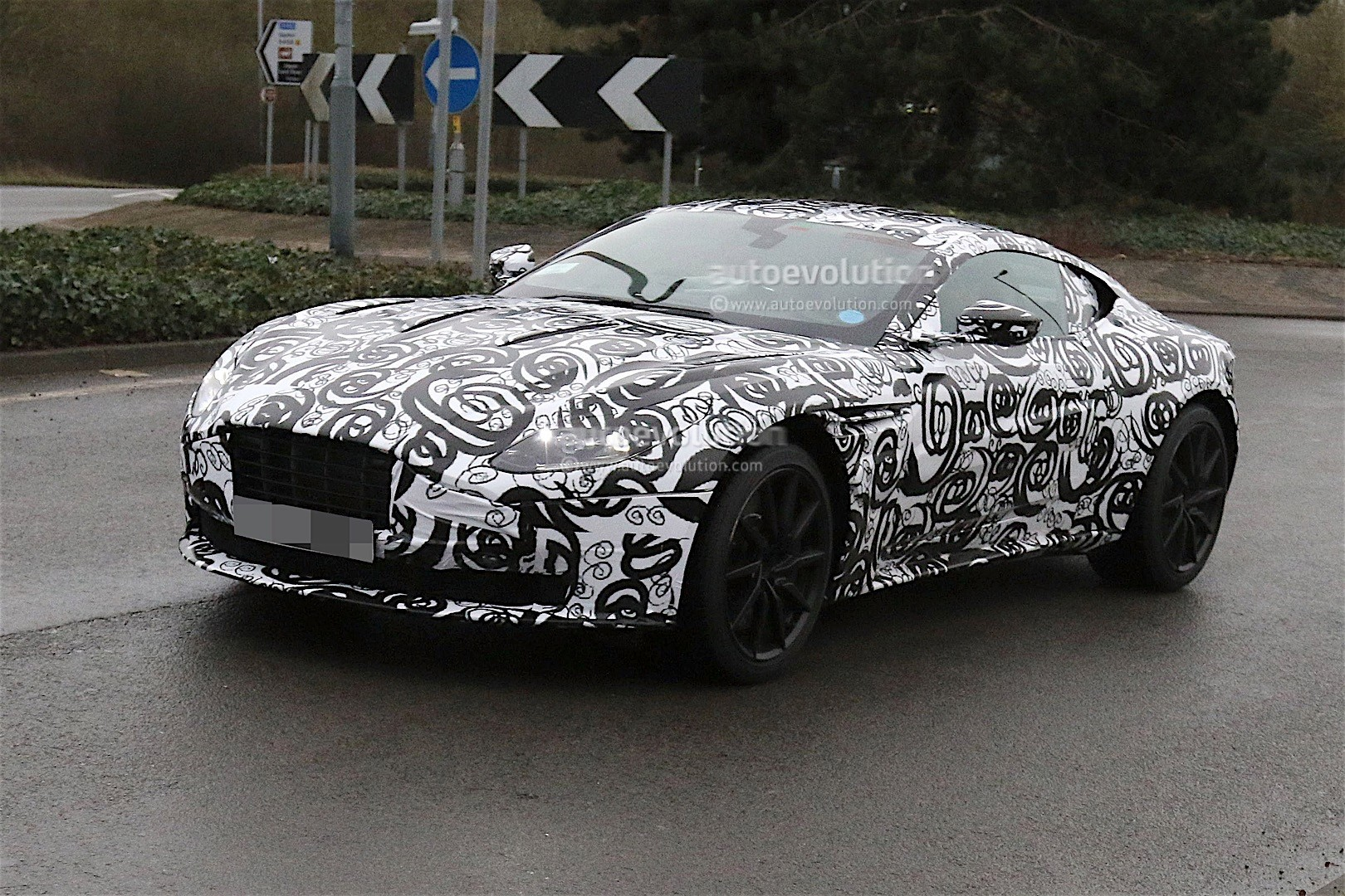 aston-mart​in-db11-sp​ied-again-​looks-cool​-even-with​-camouflag​e_2
