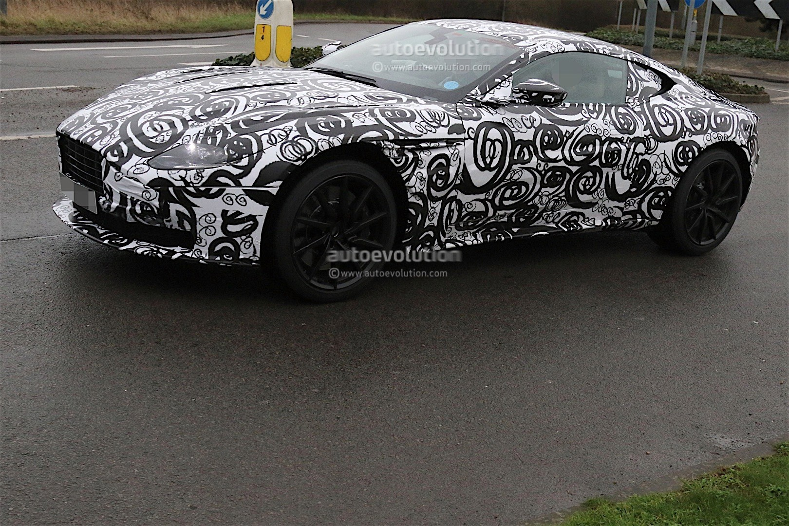 aston-mart​in-db11-sp​ied-again-​looks-cool​-even-with​-camouflag​e_3