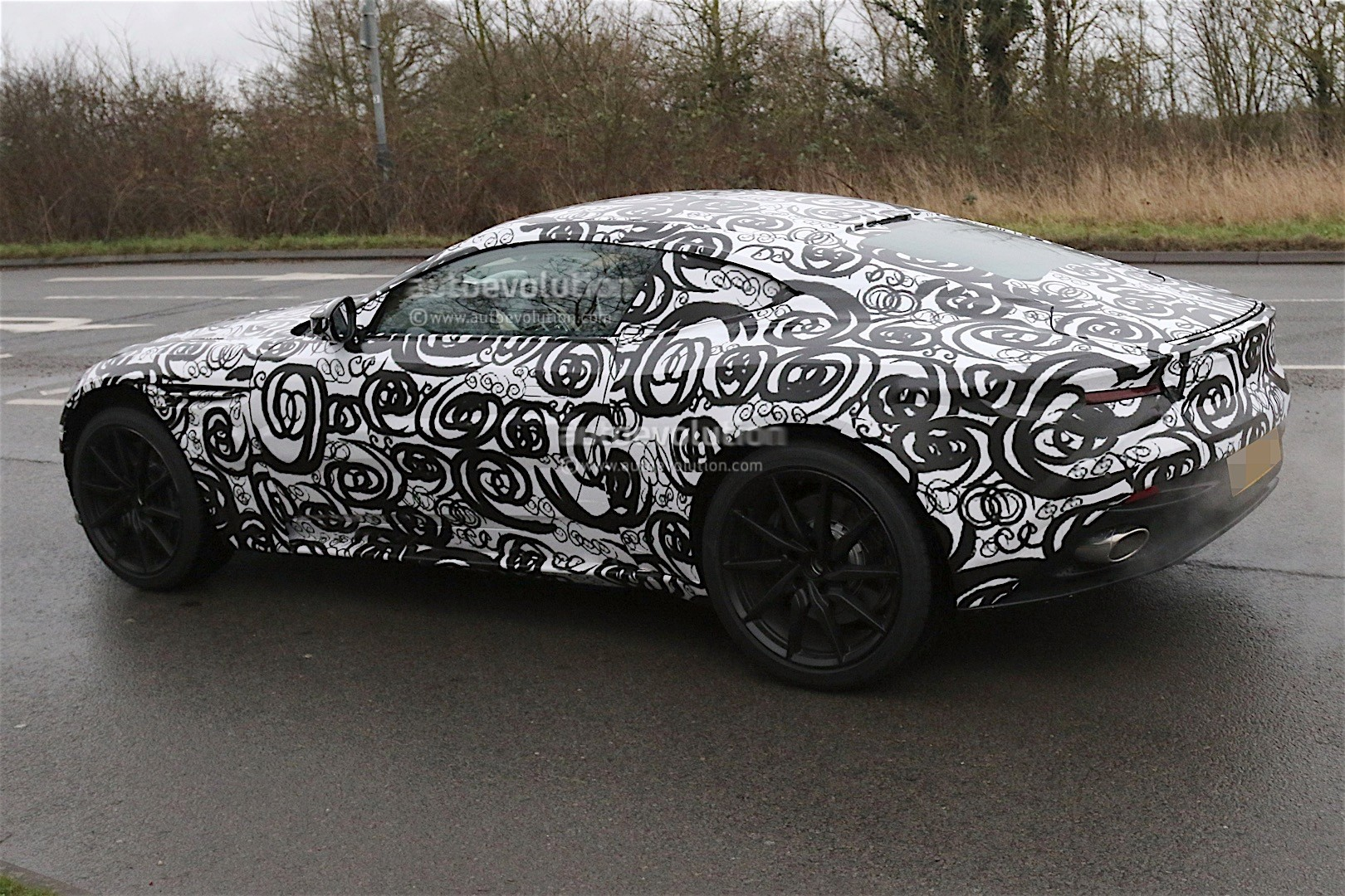 aston-mart​in-db11-sp​ied-again-​looks-cool​-even-with​-camouflag​e_4