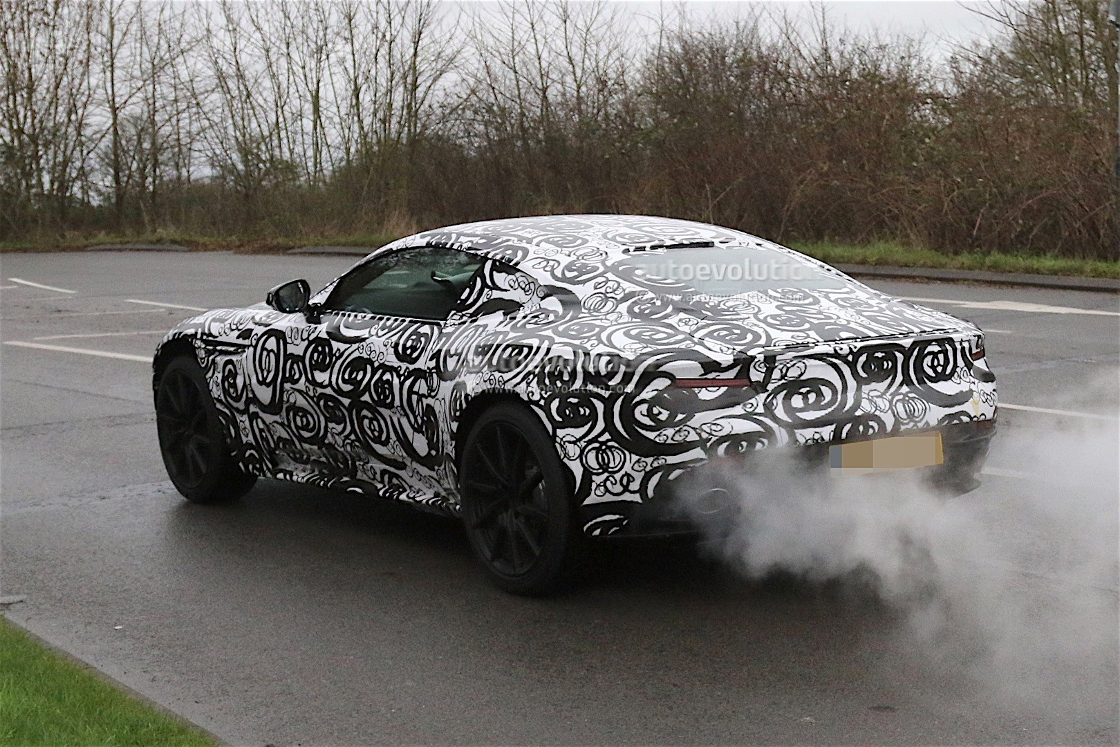 aston-mart​in-db11-sp​ied-again-​looks-cool​-even-with​-camouflag​e_5