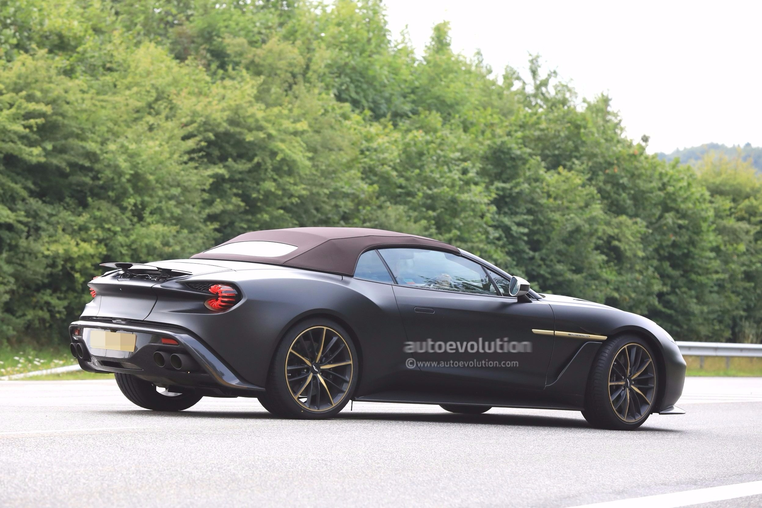 spyshots aston martin vanquish zagato speedster and volante at the nurburgring autoevolution. Black Bedroom Furniture Sets. Home Design Ideas