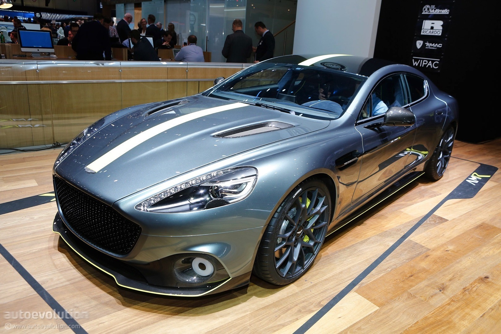 aston martin vantage amr pro is a customer racecar with an emoticon face autoevolution. Black Bedroom Furniture Sets. Home Design Ideas