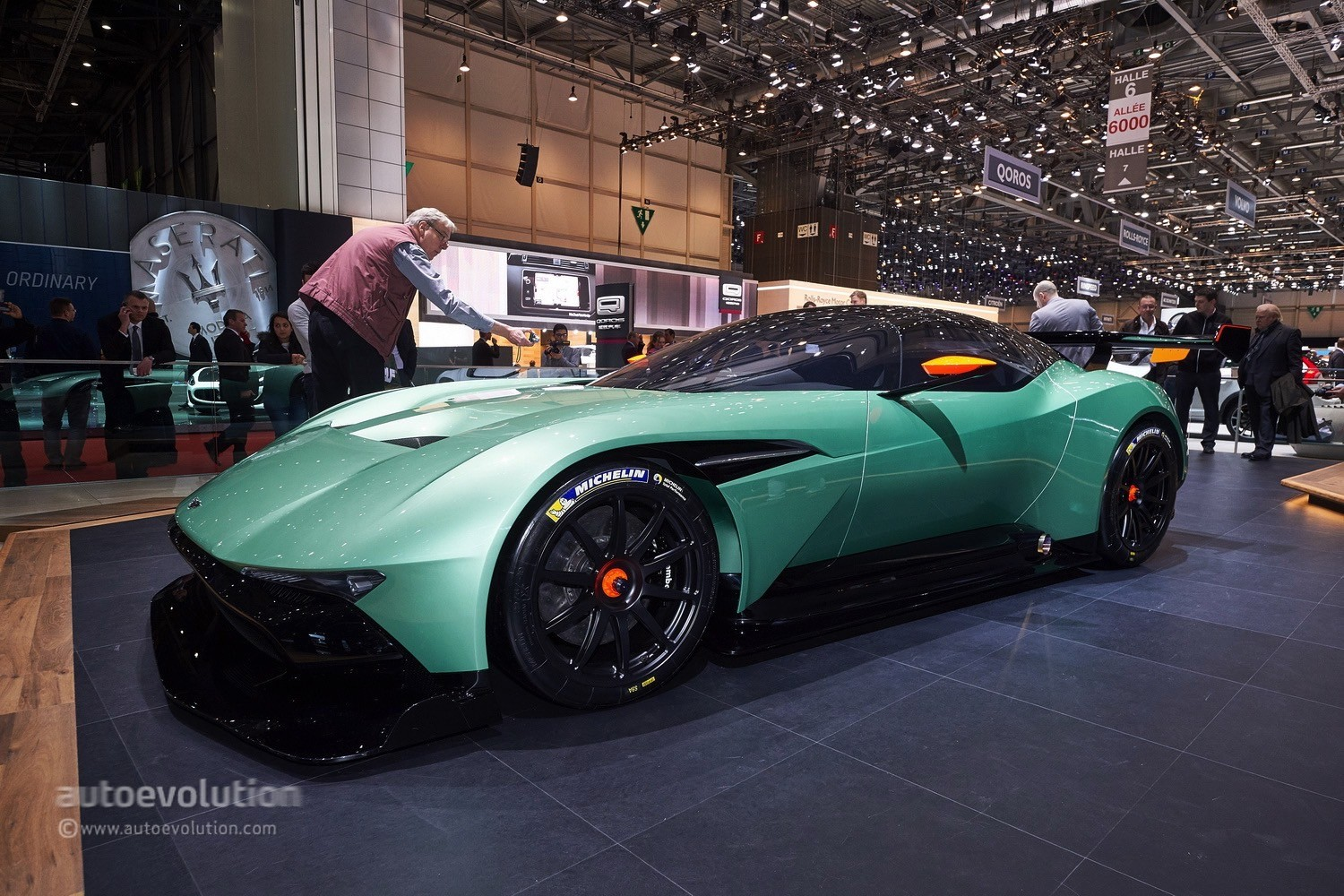 aston martin vulcan is capable of melting everything in geneva autoevolution. Black Bedroom Furniture Sets. Home Design Ideas