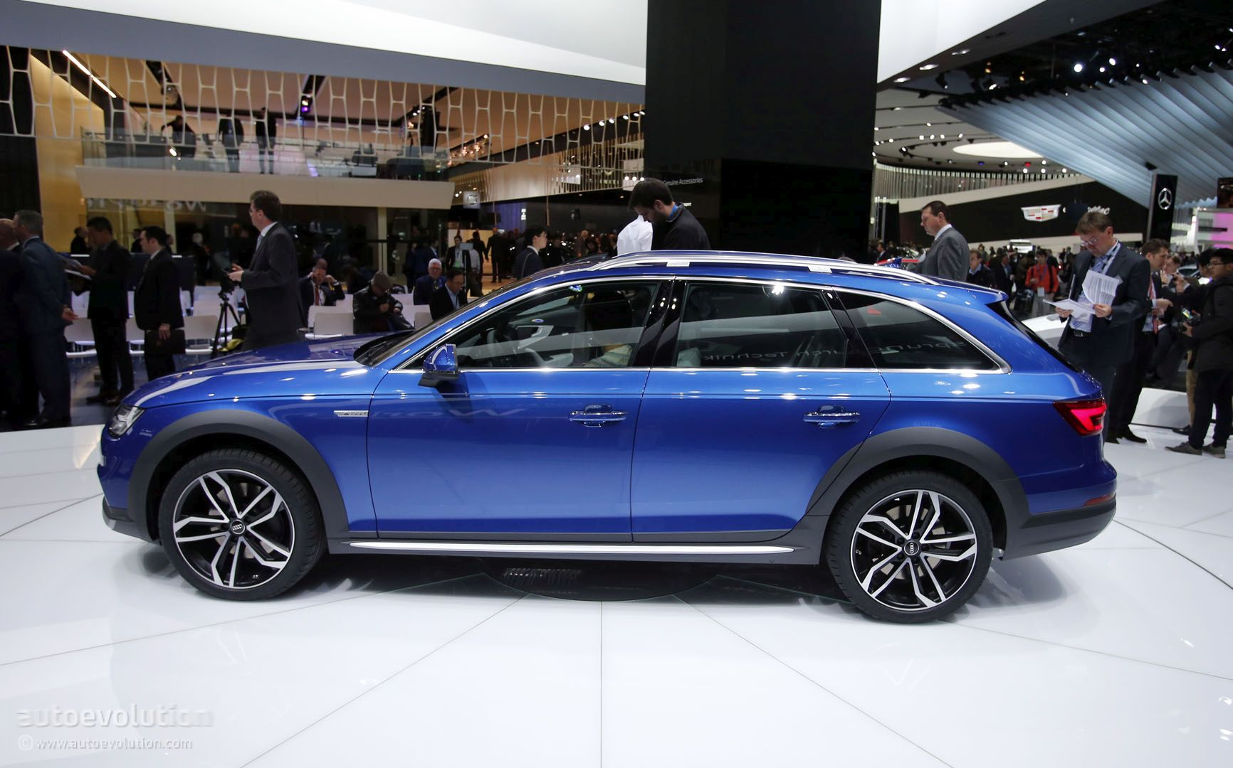 2017 audi a4 allroad quattro offers a refined suv alternative in motor city autoevolution. Black Bedroom Furniture Sets. Home Design Ideas