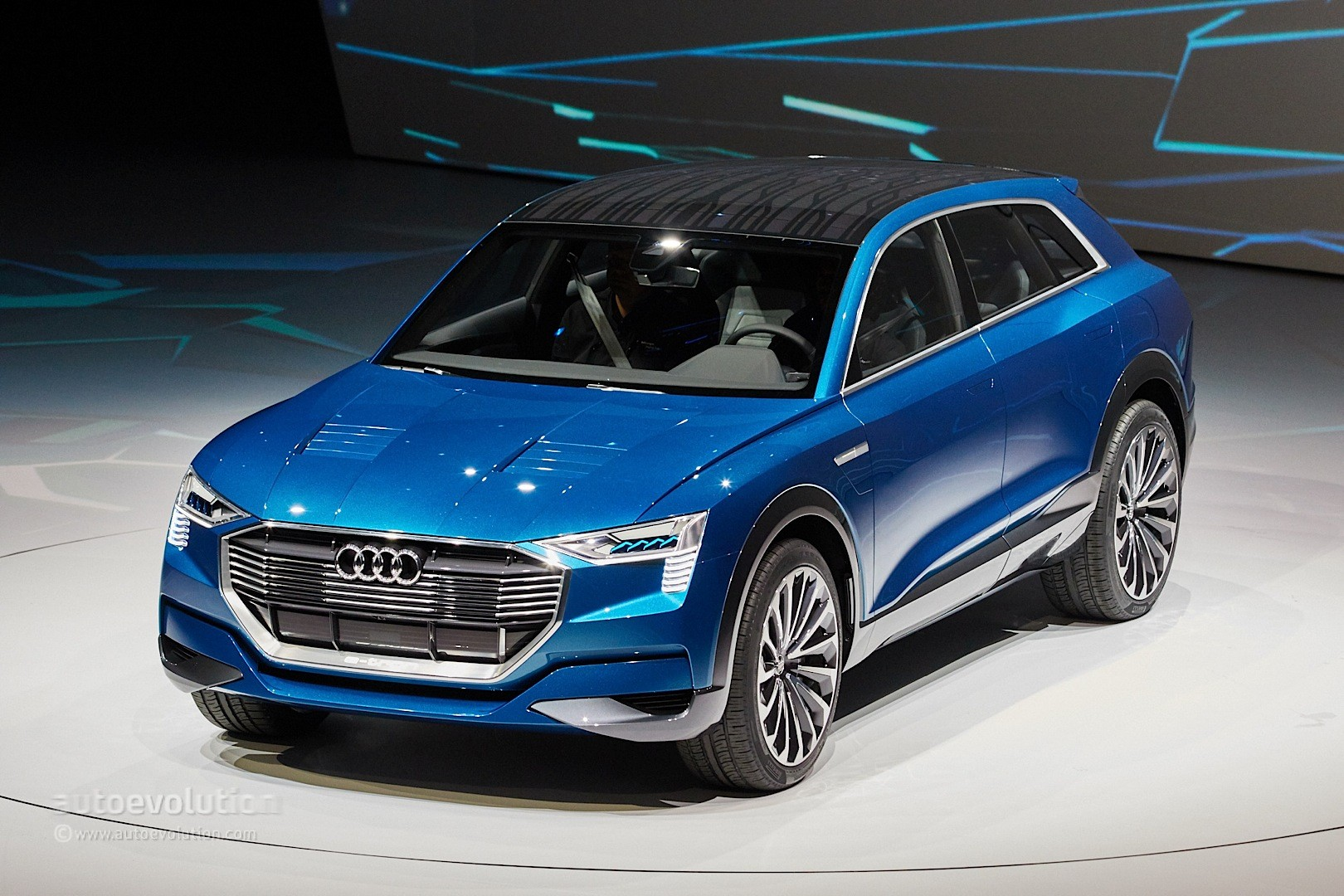 audi e tron quattro concept is a tesla rival in sexy suv form autoevolution. Black Bedroom Furniture Sets. Home Design Ideas
