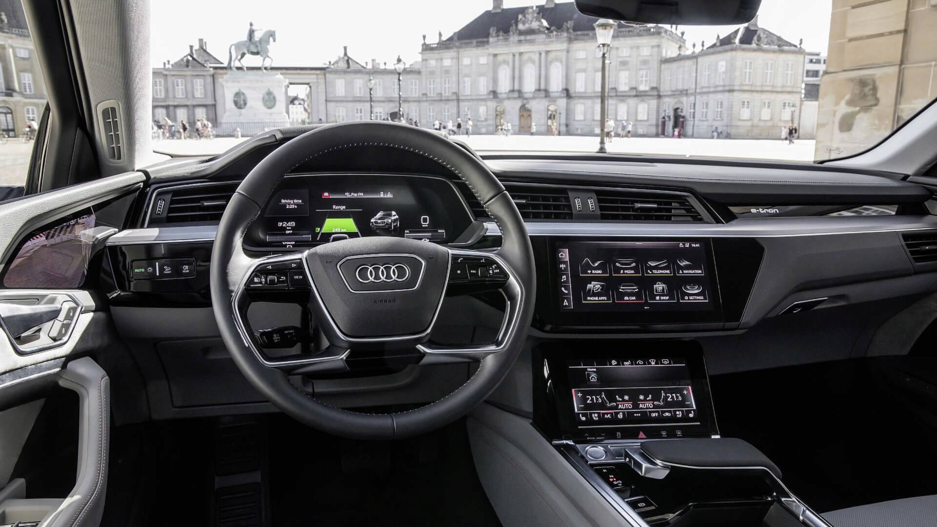 2019 audi e tron electric suv shows interior design in official photo gallery autoevolution. Black Bedroom Furniture Sets. Home Design Ideas