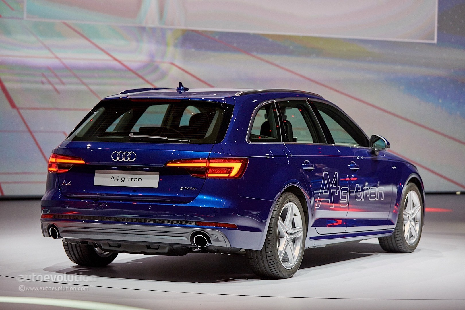 Compressed Air Car >> Audi A4 g-tron and A4 Ultra Are All About Economy in ...
