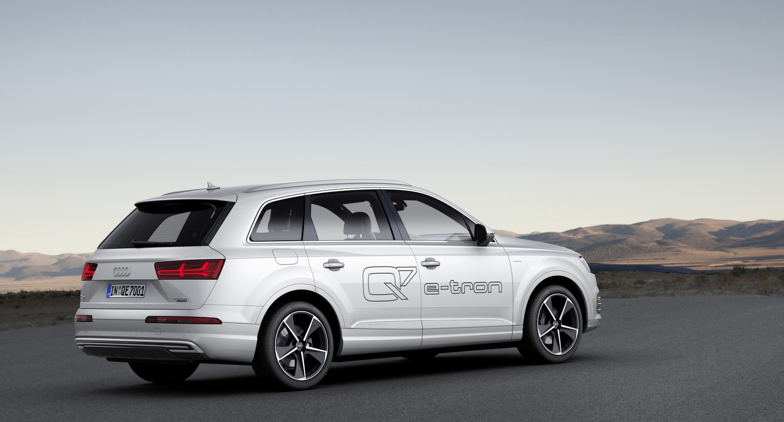 audi launches q7 e tron 3 0 tdi quattro full specs and pricing announced autoevolution. Black Bedroom Furniture Sets. Home Design Ideas