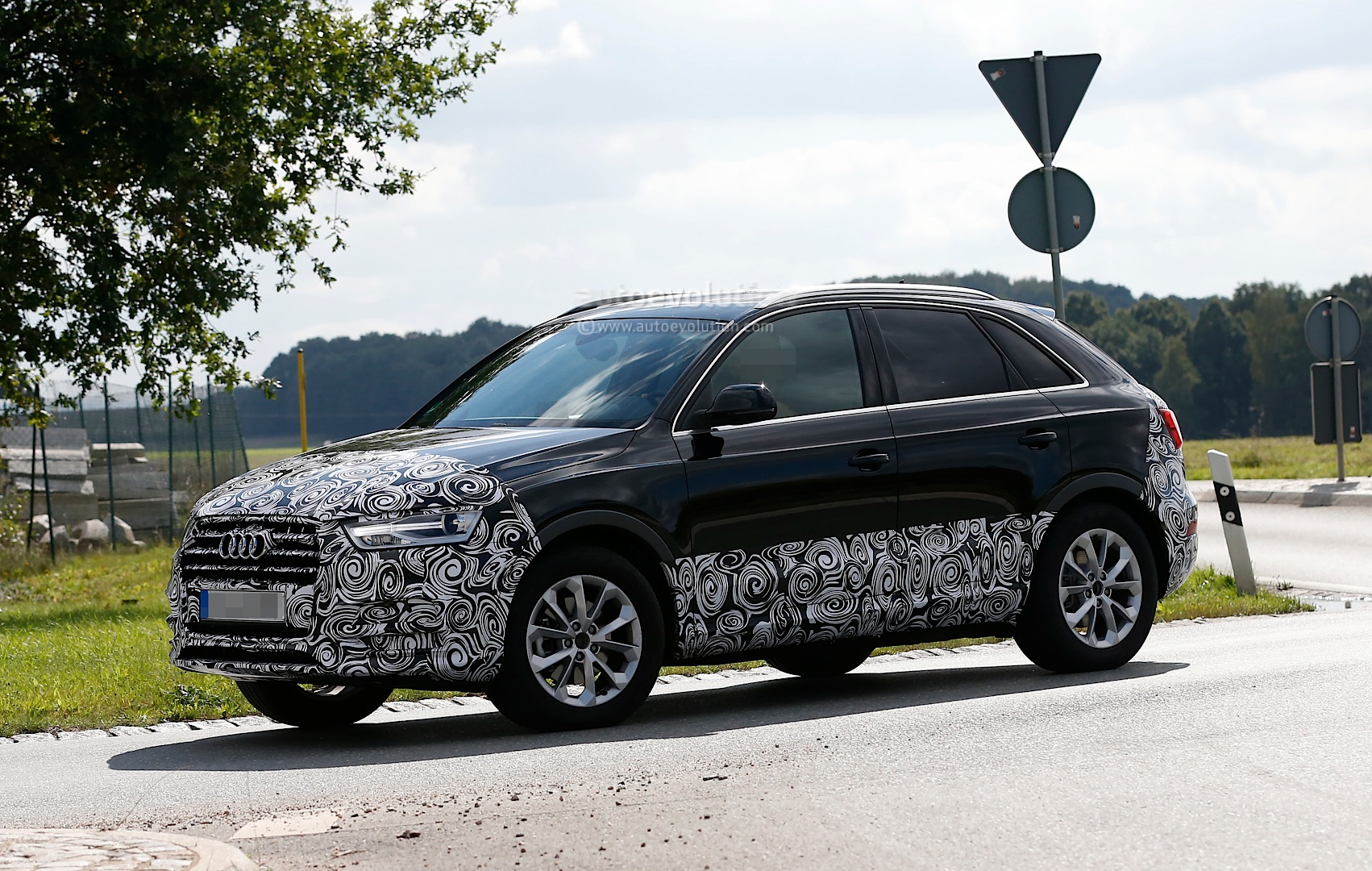 audi q3 facelift prototype fully reveals headlights and taillights autoevolution. Black Bedroom Furniture Sets. Home Design Ideas