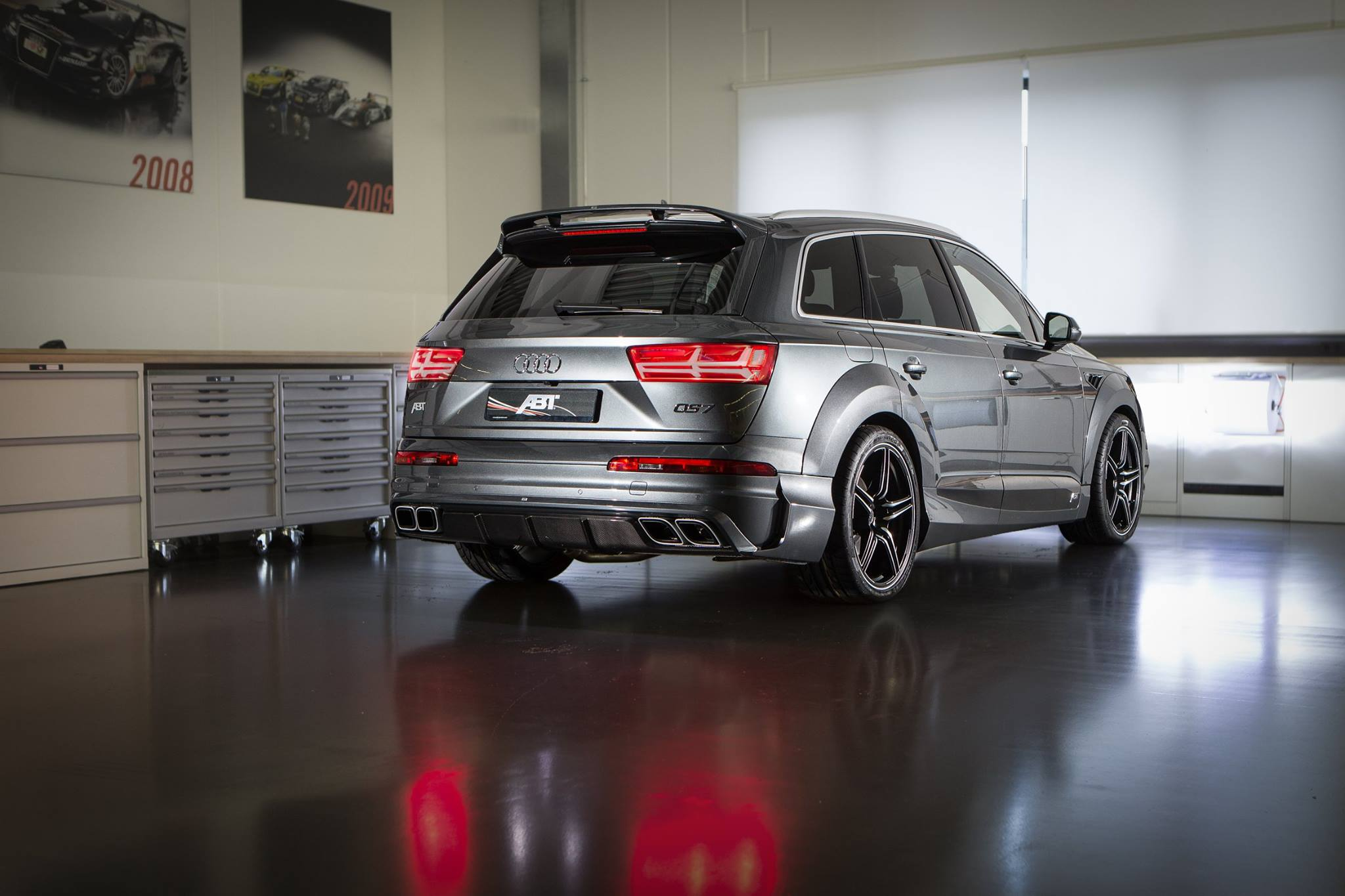 Audi Q7 Tuned by ABT Has Carbon Fiber Seats and Wider Body ...