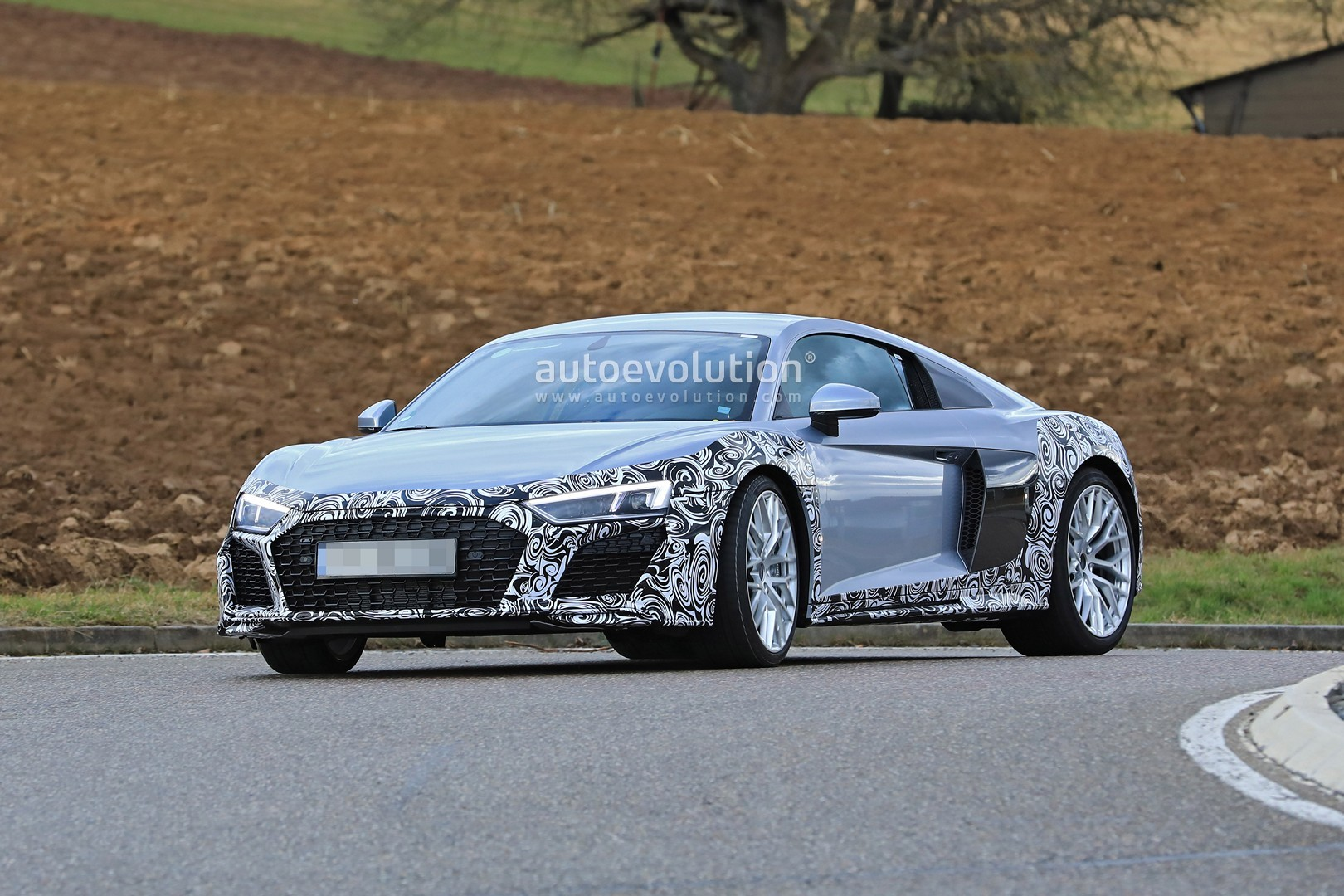 spyshots audi r8 facelift makes testing debut looks like the acura nsx autoevolution. Black Bedroom Furniture Sets. Home Design Ideas