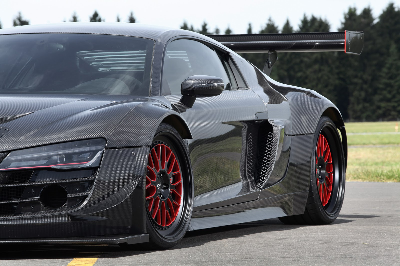 Audi R8 V10 Plus Gets a 950 HP Makeover Complete With Carbon Fiber Body - autoevolution