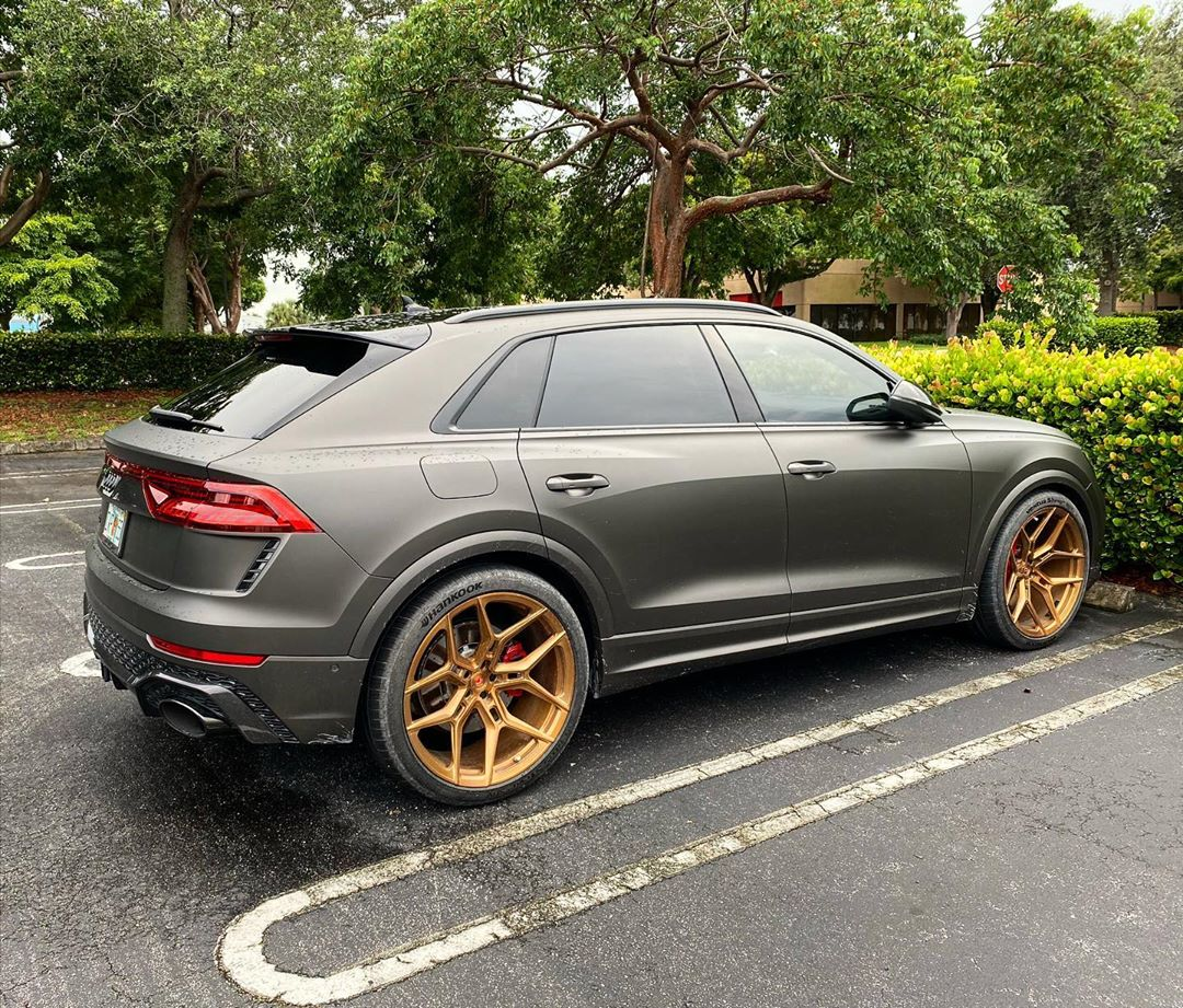 Audi RS Q8 Gets Stealth Plasti-Dip And Gold Vossen Wheels