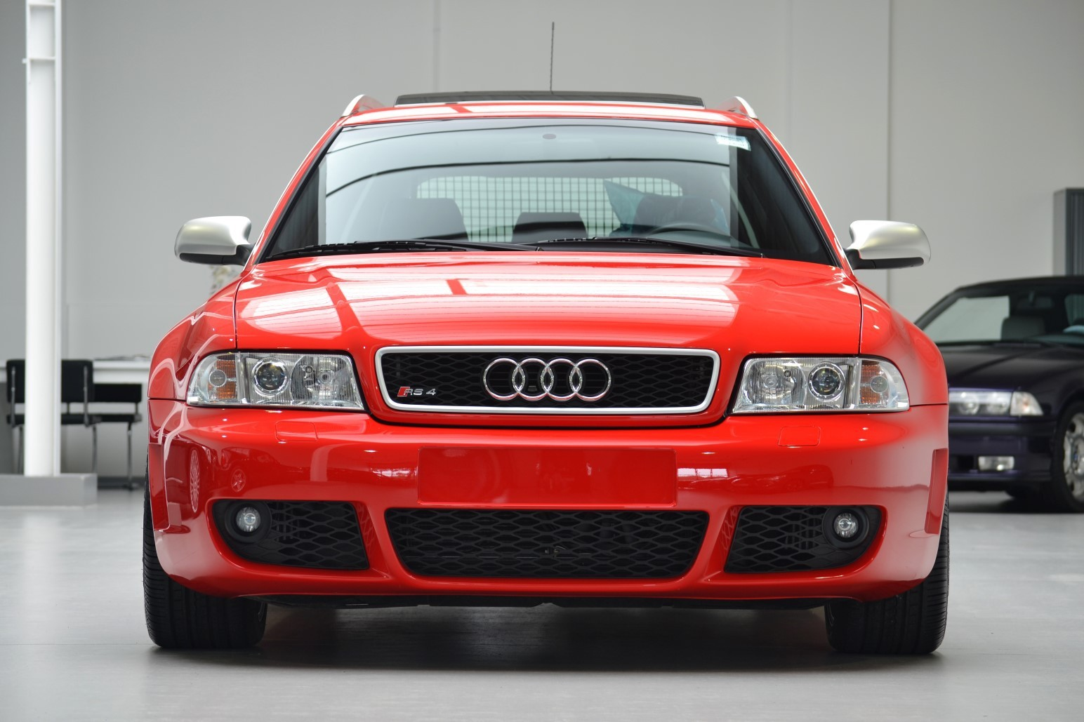 audi rs4 b5 avant with 188 km on the clock listed for 99 500 autoevolution. Black Bedroom Furniture Sets. Home Design Ideas