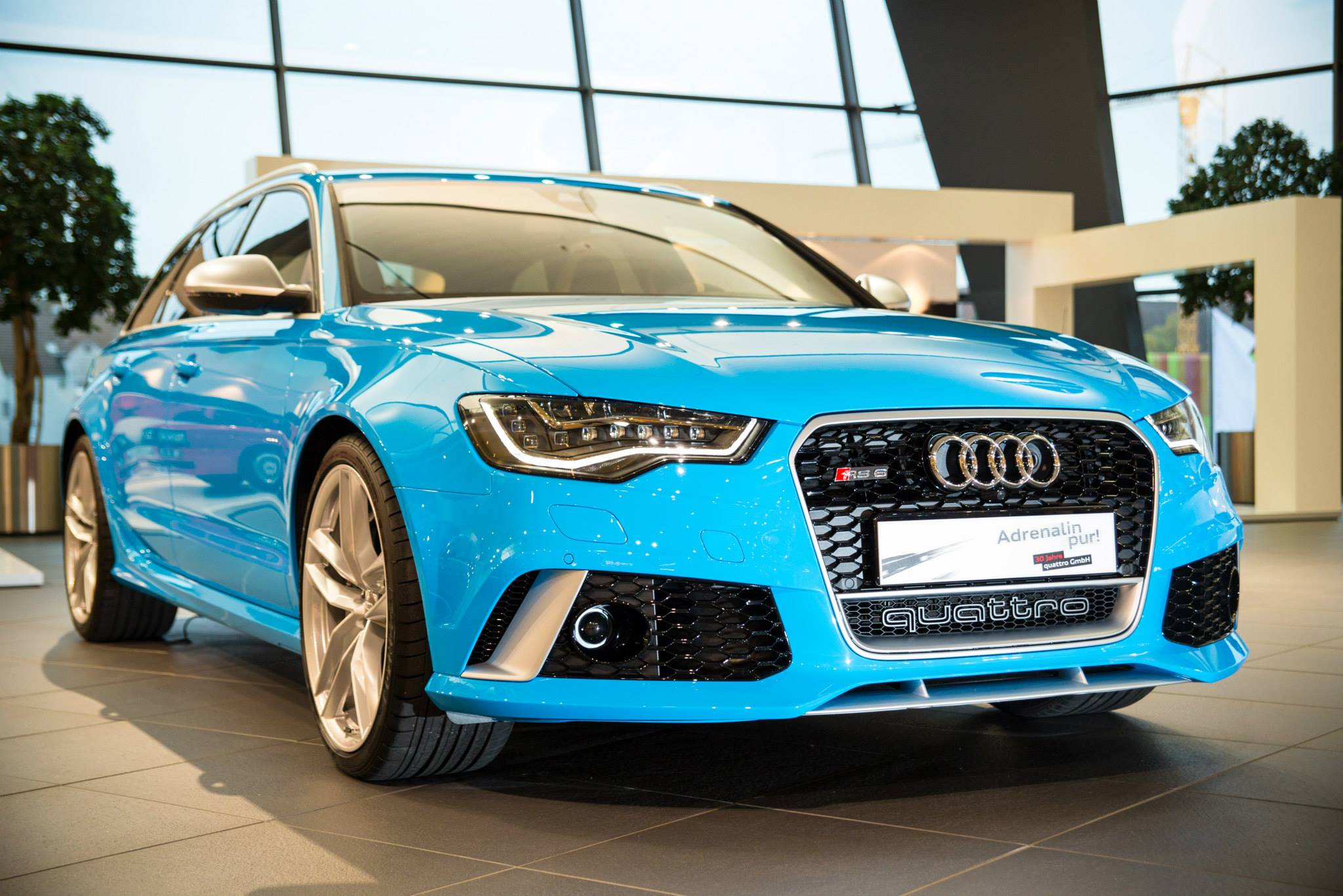 Audi RS6 Avant in Riviera Blue Is Smurftastic - autoevolution