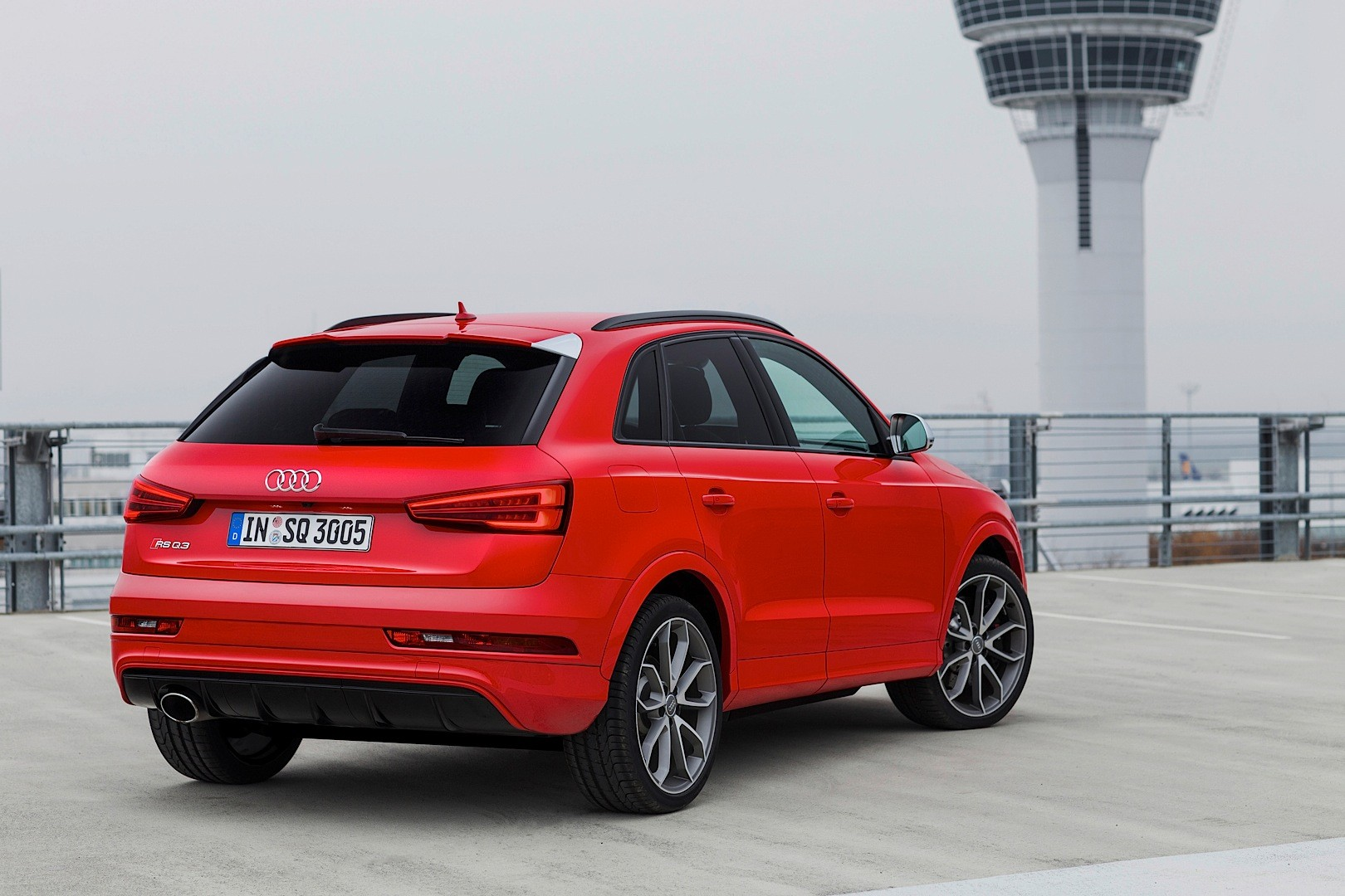 audi shares new 2015 q3 and rs q3 photos fresh colors. Black Bedroom Furniture Sets. Home Design Ideas