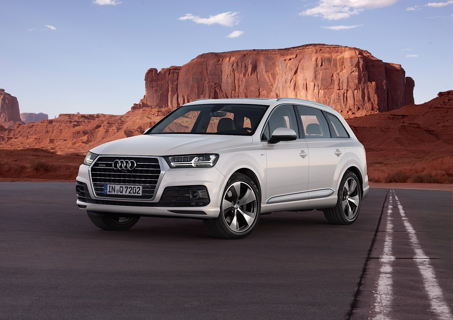 audi shows 2015 q7 in new tofana white color reveals