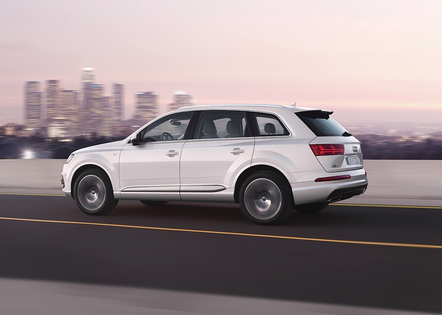 Audi Shows 2015 Q7 in New Tofana White Color, Reveals Obsession ...