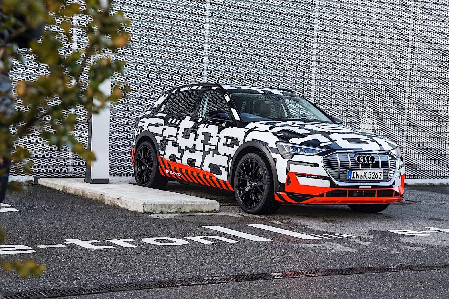E Tron Quattro Suv >> Audi Shows e-tron SUV, Commits to More e-tron Production Models in Geneva - autoevolution