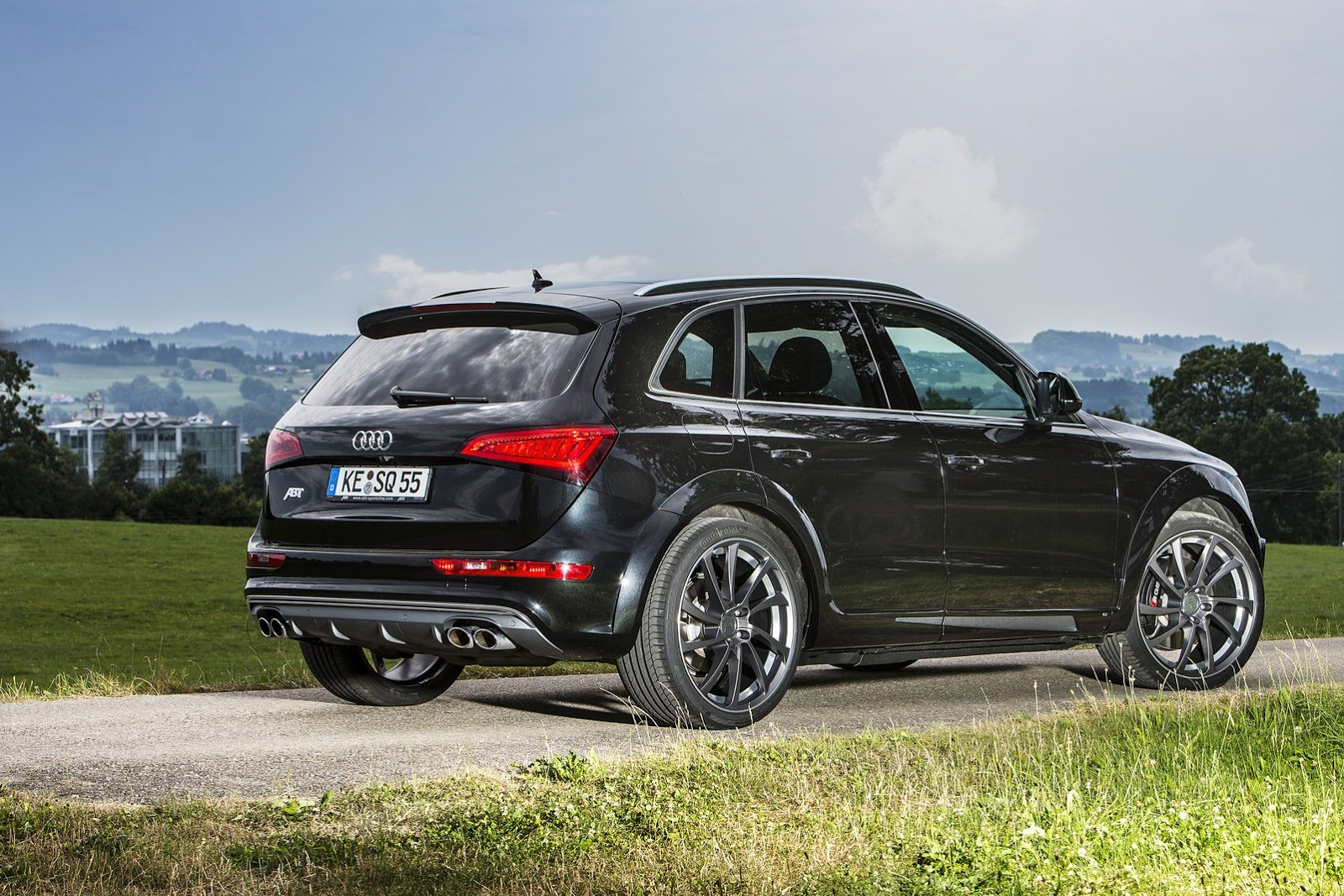 audi sq5 tdi proves faster than macan s diesel in drag race autoevolution. Black Bedroom Furniture Sets. Home Design Ideas
