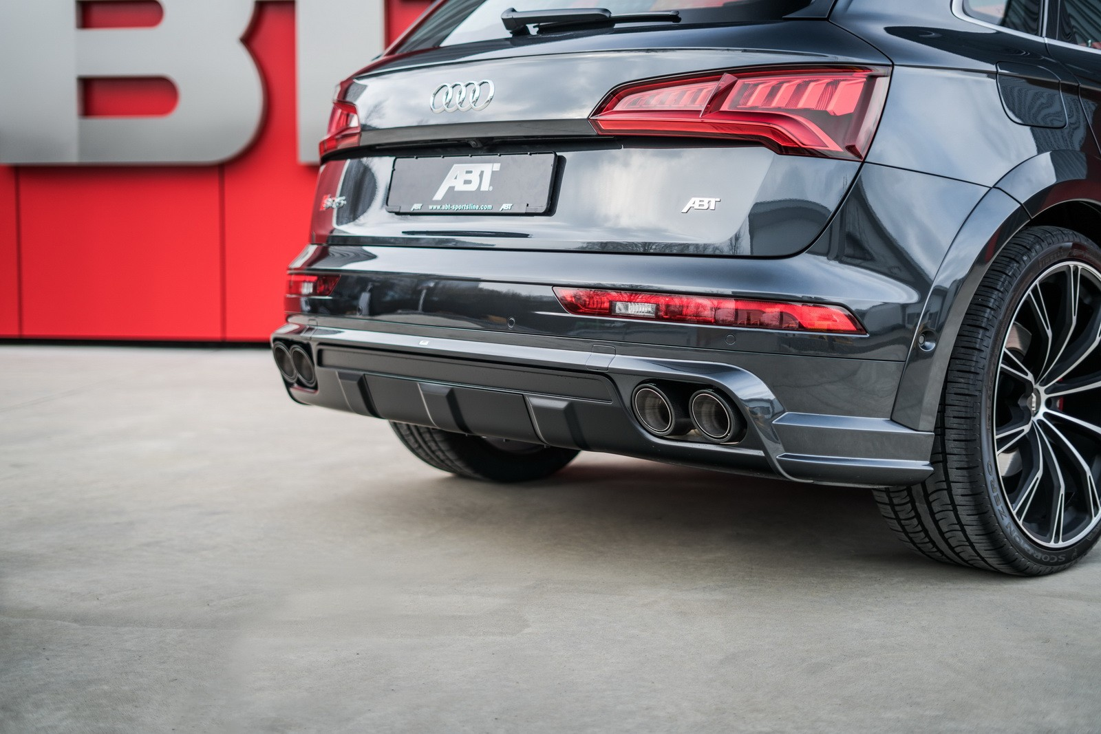 audi sq5 tuning by abt includes widebody kit and 425 hp. Black Bedroom Furniture Sets. Home Design Ideas