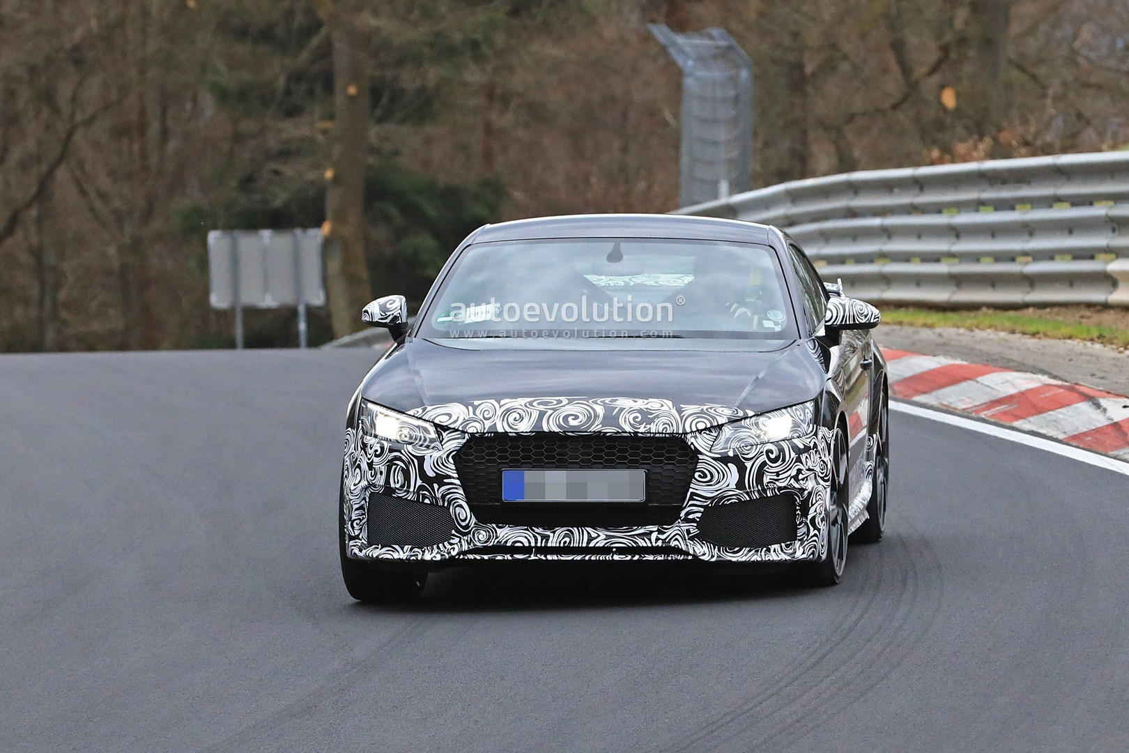 Spyshots: 2019 Audi TT RS Facelift Testing at the Nurburgring - autoevolution