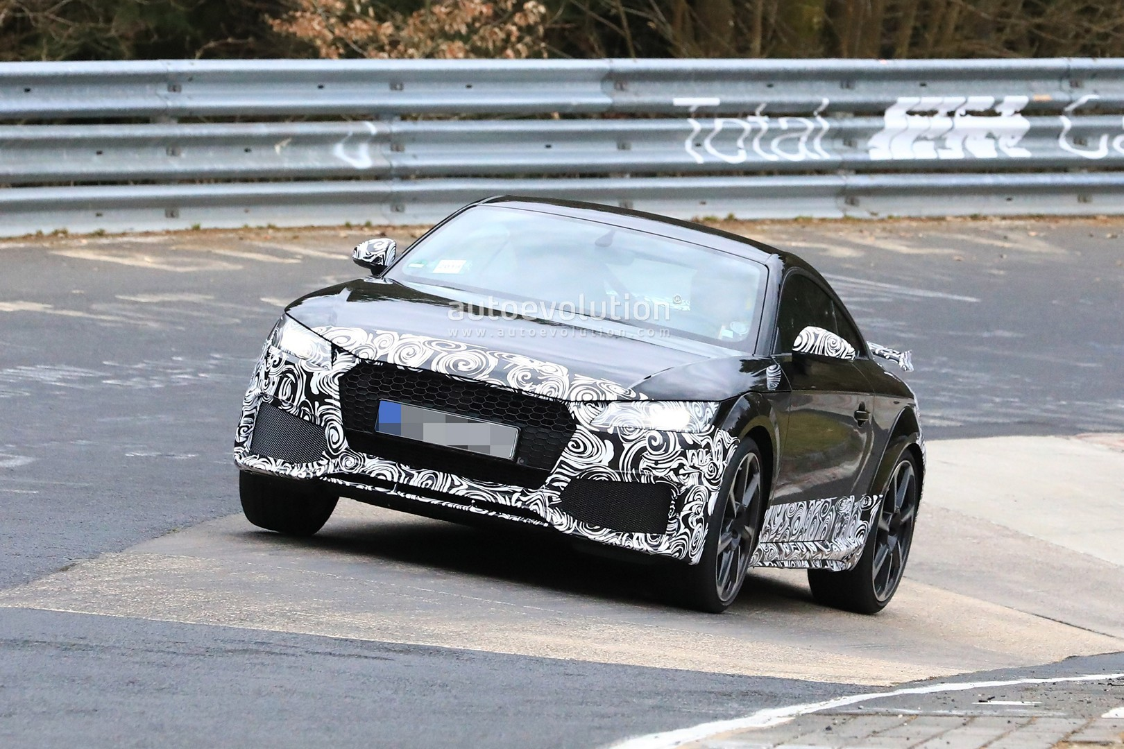 spyshots 2019 audi tt rs facelift testing at the nurburgring autoevolution. Black Bedroom Furniture Sets. Home Design Ideas