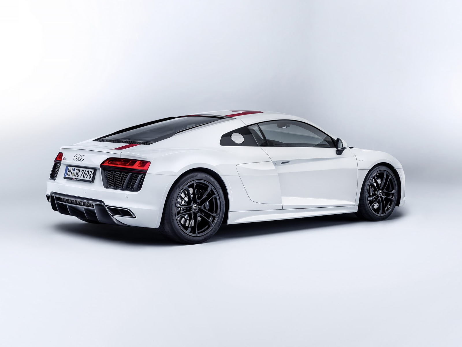 audi planning r10 diesel hybrid supercar based on r8 autoevolution. Black Bedroom Furniture Sets. Home Design Ideas