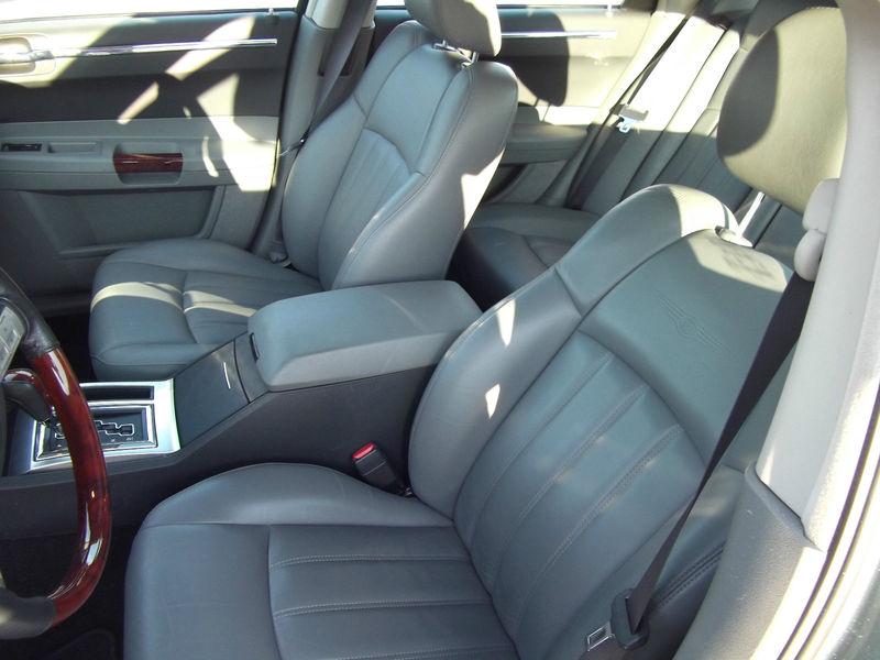 2005 Chrysler 300 Interior