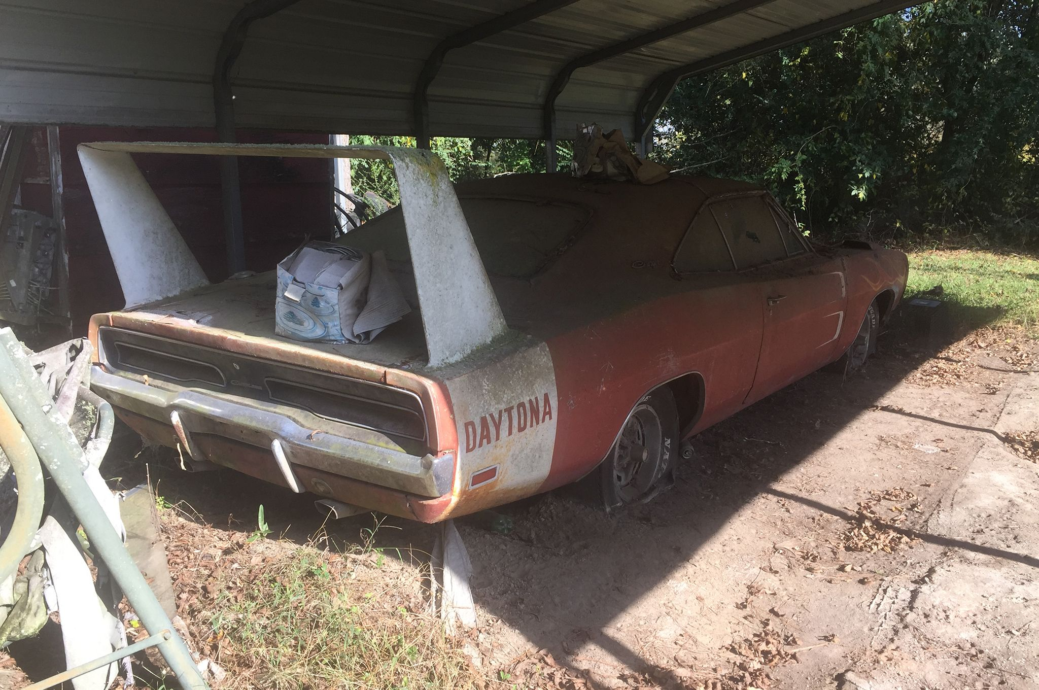 Decrepit Barn Find 1969 Dodge Charger Daytona To Be Auctioned The Differential