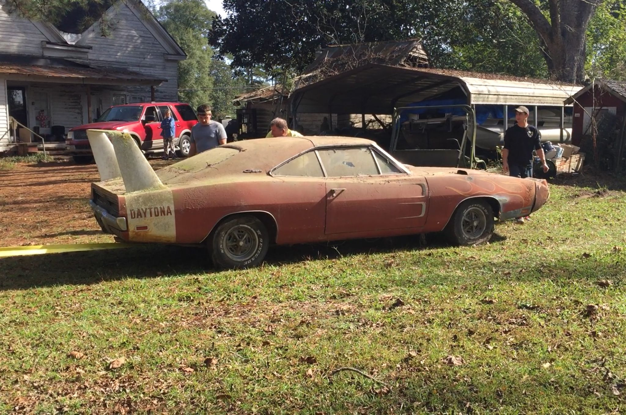 Decrepit Barn Find 1969 Dodge Charger Daytona to Be Auctioned to