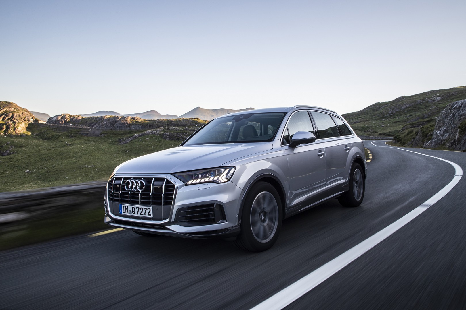basic 2020 audi q7 facelift looks like this, is still