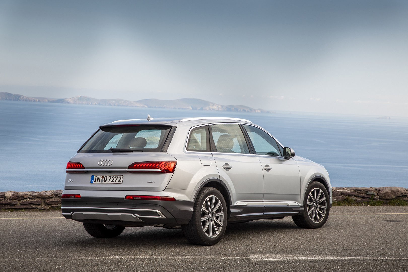 basic 2020 audi q7 facelift looks like this  is still understated