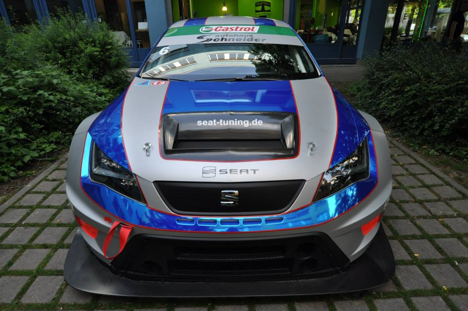 Because Racecar Seat Leon Eurocup Gets Chrome Wrap
