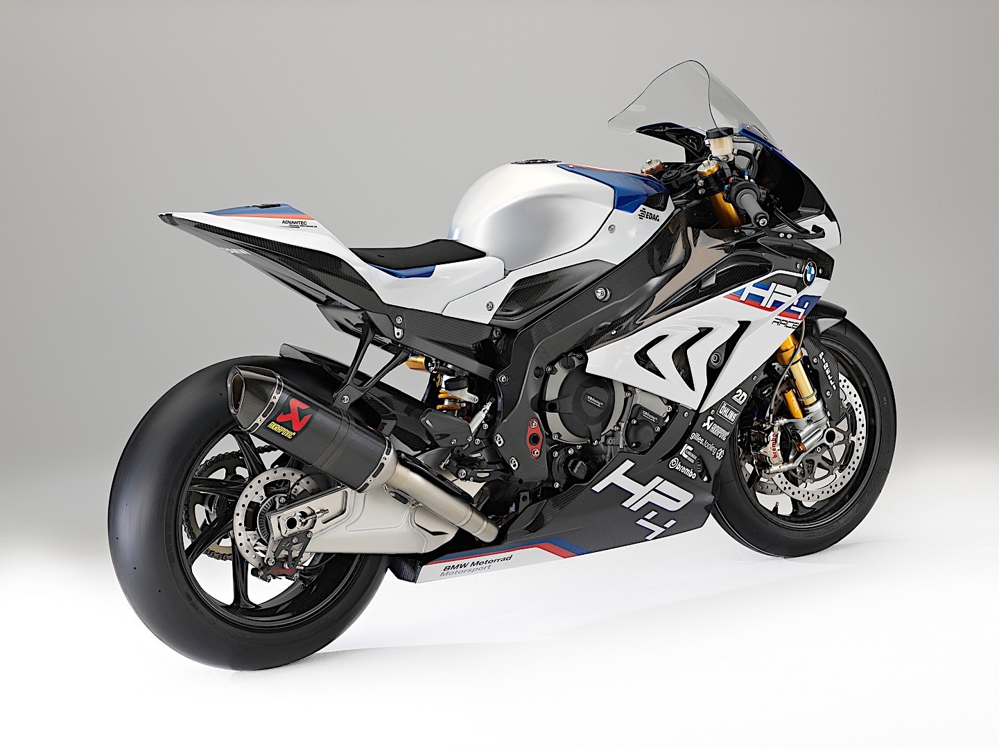 behold the new 2017 bmw hp4 race autoevolution. Black Bedroom Furniture Sets. Home Design Ideas